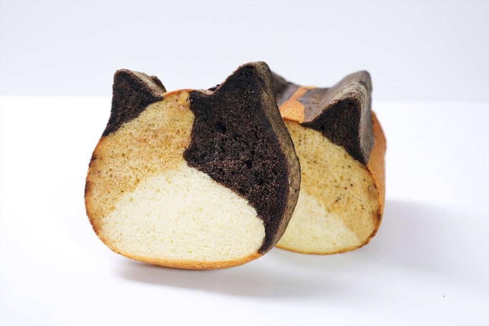 """ねこ型高級食パン専門店「ねこねこ食パン」に""""三毛猫""""の新作、キャラメルやココア生地をミックス -"""