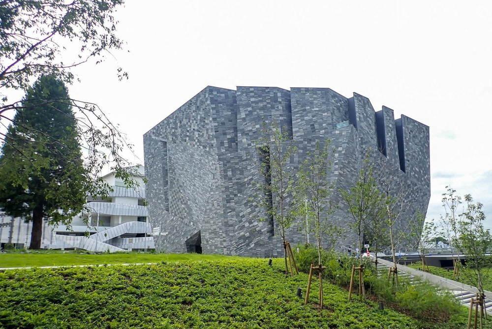 「角川武蔵野ミュージアム」所沢に図書館×美術館×博物館の文化複合施設が本日オープン、高さ8メートルの「本棚劇場」も -