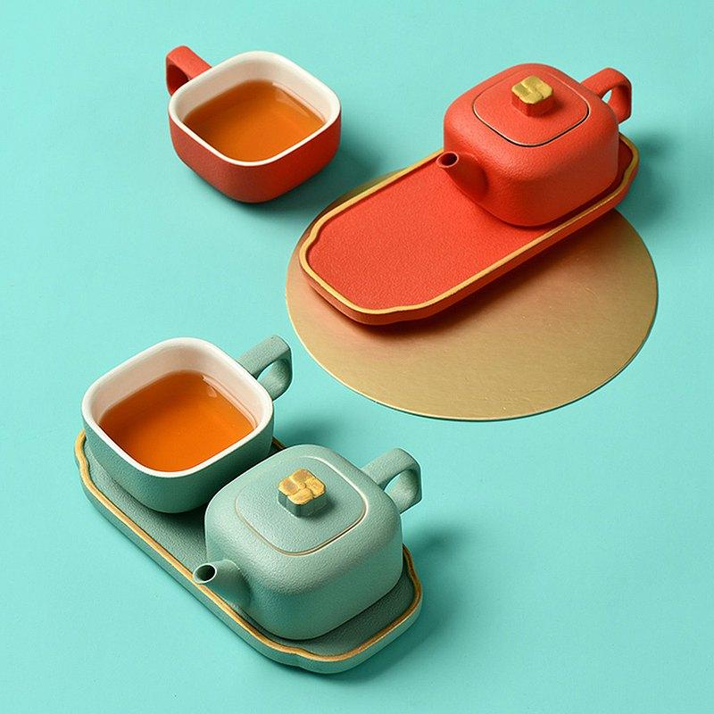 茶器セット「故宮宮廷文化」がかわいい…  北京にある故宮博物院に展示されている「べっ甲細工の玩具箱」をモチーフにデザインされた茶器🍵 容量は120ml、天然ミネラルを使った釉薬水、ドイツ高純度金を取り入れて1280℃の窯で焼き上げています