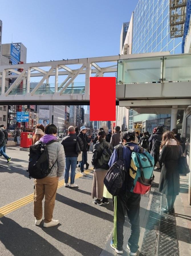 【東京】新宿駅南口の歩道橋で首吊り自殺 目撃者多数 -