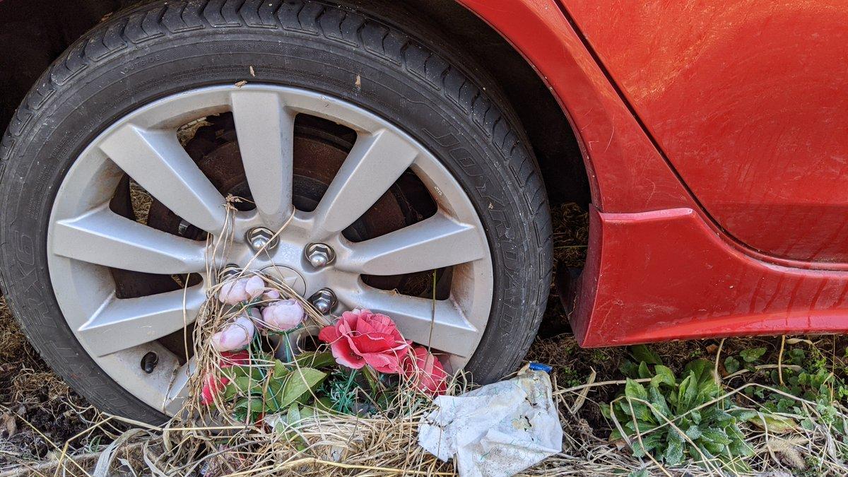 あの赤いスポーツカーに隠された真実が車内の様子から伺い知ることが出来た  あの赤いギャランは硫化水素による車内じ〇つ車両だった可能性があります もしそうだとしたら亡くられた方のご冥福をお祈りします ちなみにこの車を見た日の夜、内容までは忘れましたが奇妙な夢を見ました