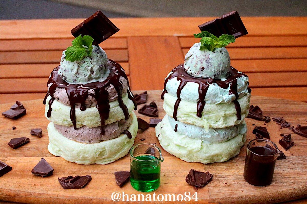 六本木にある「512CAFE&GRILL」では2019年5月12(日)より2種類のチョコミントパンケーキが販売開始となるぞ  「チョコミントパンケーキ・左/CL」「チョコミントパンケーキ・右/MM」 CL=チョコレート/MM=ミントミント  CLにはミントソースをかけてMMにはチョコソースを