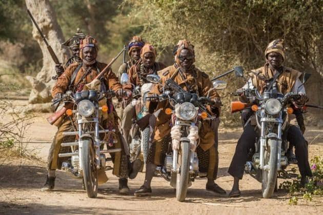 イスラム武装勢力から村を守るために現地に住む狩人達によって結成された、アフリカのマリ中部の自警団の見た目なかなかパンチ効いてる好き