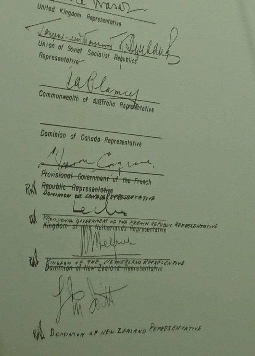 カナダ代表がサインするとこ間違えたんで、以下全部ズレてサインされてます