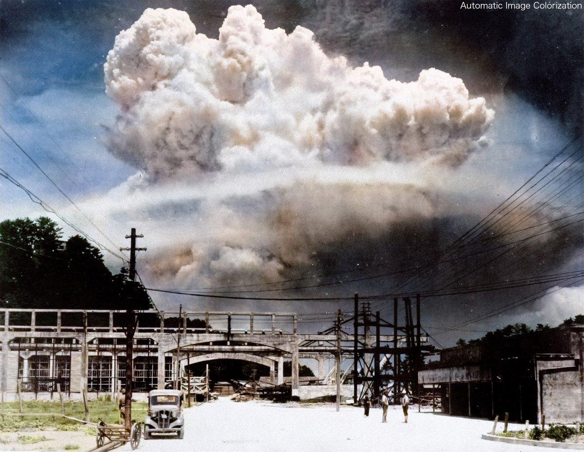 写真は投下から20分後,香焼島において松田弘道が撮影したきのこ雲