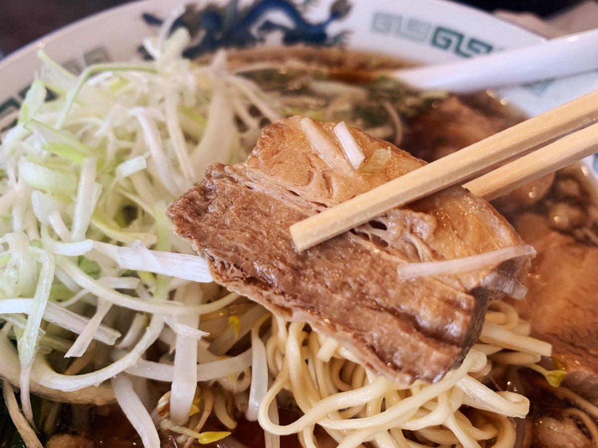 豚バラ肉をたっぷり使ったスープが決め手の尾道ラーメンで、背油の旨味がスープと調和した一杯