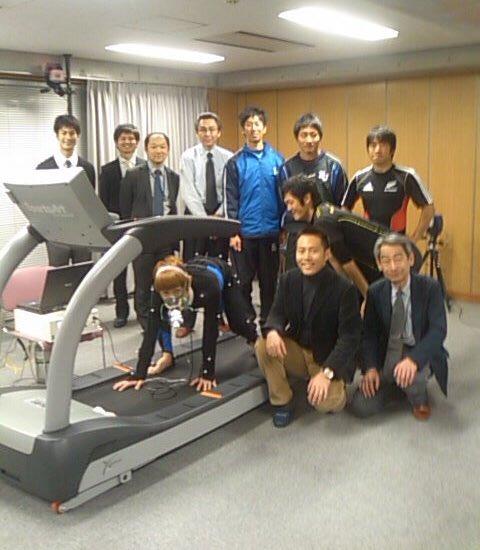 神奈川大学の衣笠教授が俺の四足走行を研究し結果を論文で発表している