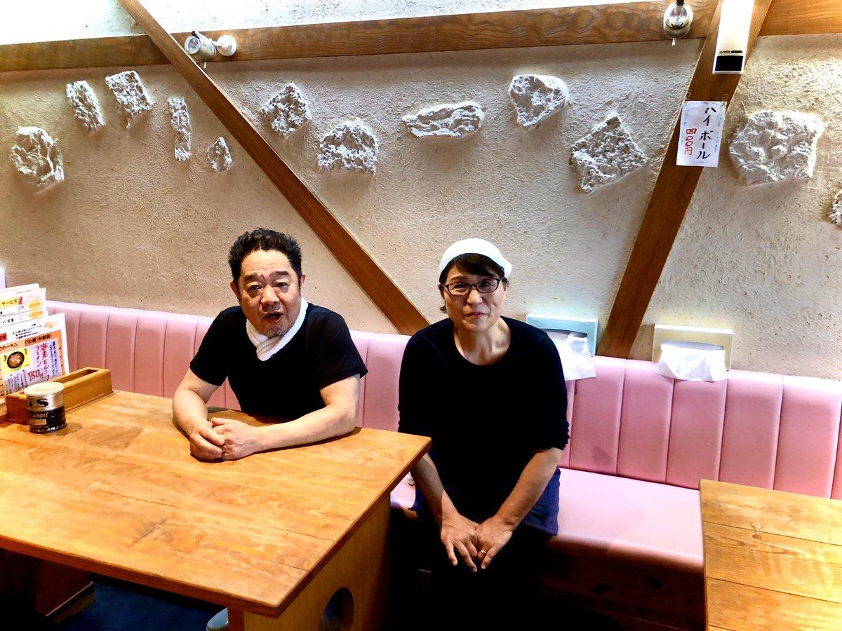 大阪茨木市の熊本ラーメン屋ひごっこさん🍜 高校時代よく利用していましたが、ご夫婦とも当時から変わらず👫 飲食で20年続くって物凄いことです‼️ そんだけ続くのだから美味しいのは当然❣️ だからあえて味は説明不要😋 私、今こんなことしてるから皆に宣伝しときますねとパシャリ📸 大阪に行く際はぜひ