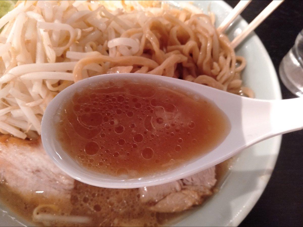 アトレ川崎B1Fにある「らぁめん大山 川崎店」で、もやしがたっぷりのった、コッテリ風味のラーメンを食べてみた☺️