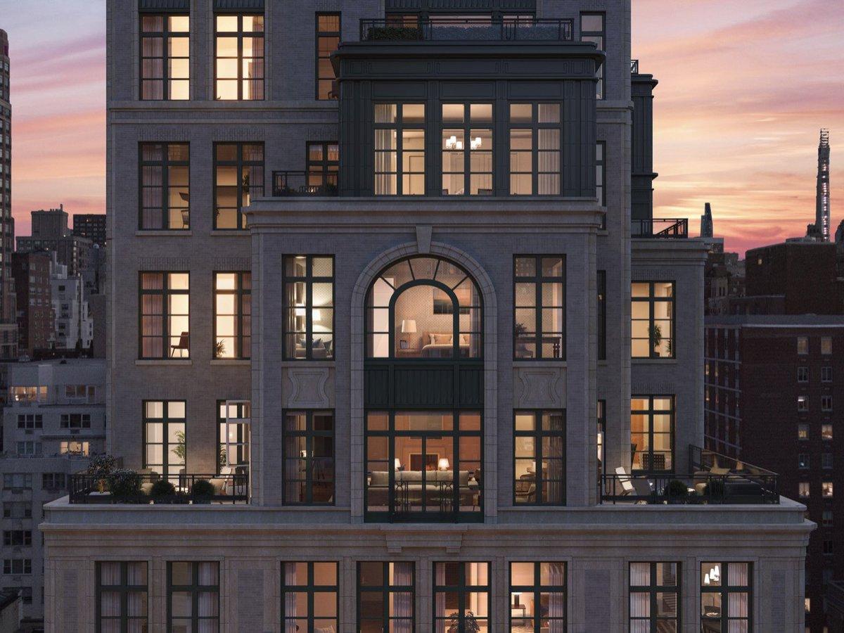これ、NYCに今年完成する17階建のマンションなんやけど、シンメトリーじゃないデザインとか、エントランスの大きさとか、サッシへの金のかけ方とか、日本の高額系とは趣味趣向が全然違う