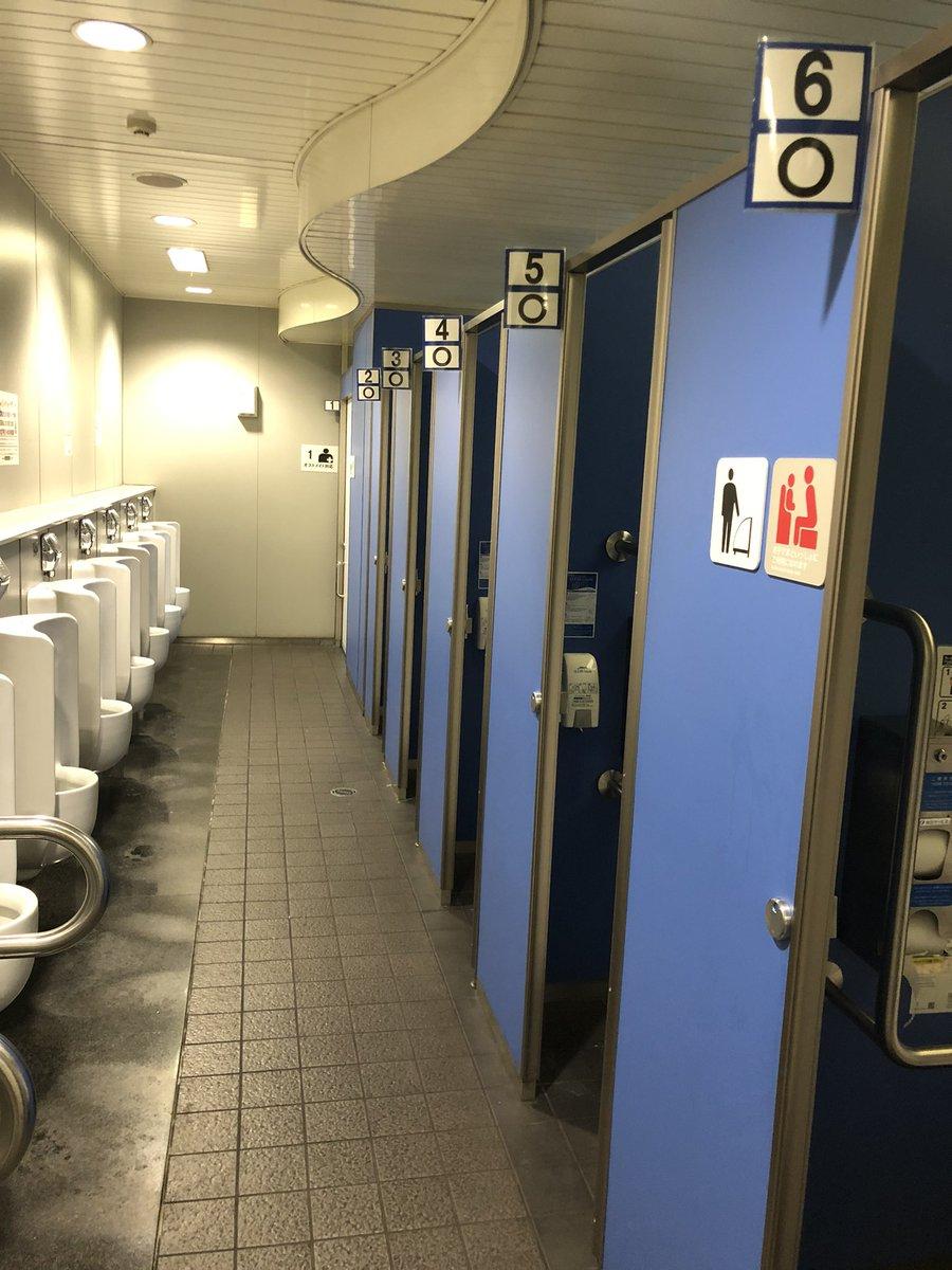 ほとんどお金をかけずにこういう工夫ができるって頭が良いよなと思った 大江戸線上野御徒町駅のトイレ この写真撮ってたら電車1本逃した