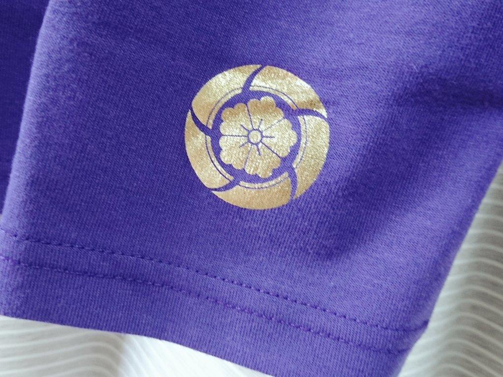 しまむら長谷部のワッペン付き上下セット部屋着1900円 ・びっくりするほどダサイ ・夏に最適の生地ペラペラ感 ・20回洗濯後並みの色褪せ感 ・とにかくダサい ・サイズはけっこう大きめ (迷ったらワンサイズ下推奨) ・裾の箔押し紋が素敵すぎて倒れる ・ダサさとペラペラ素材で気兼ねなく日常使いできる
