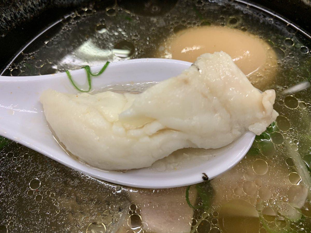 豊中麺哲史🍜★愛媛県産スズキの塩つけ麺400g➕半熟煮玉子 やっぱ行っとかなあかんやつ🍜チョイスするお魚は塩がベストなチョイス😋やっぱめちゃ美味い😋あっという間に麺が無くなった💦最近ラーメンを食べすぎやからこれからは週一にしようかな😕😕😕
