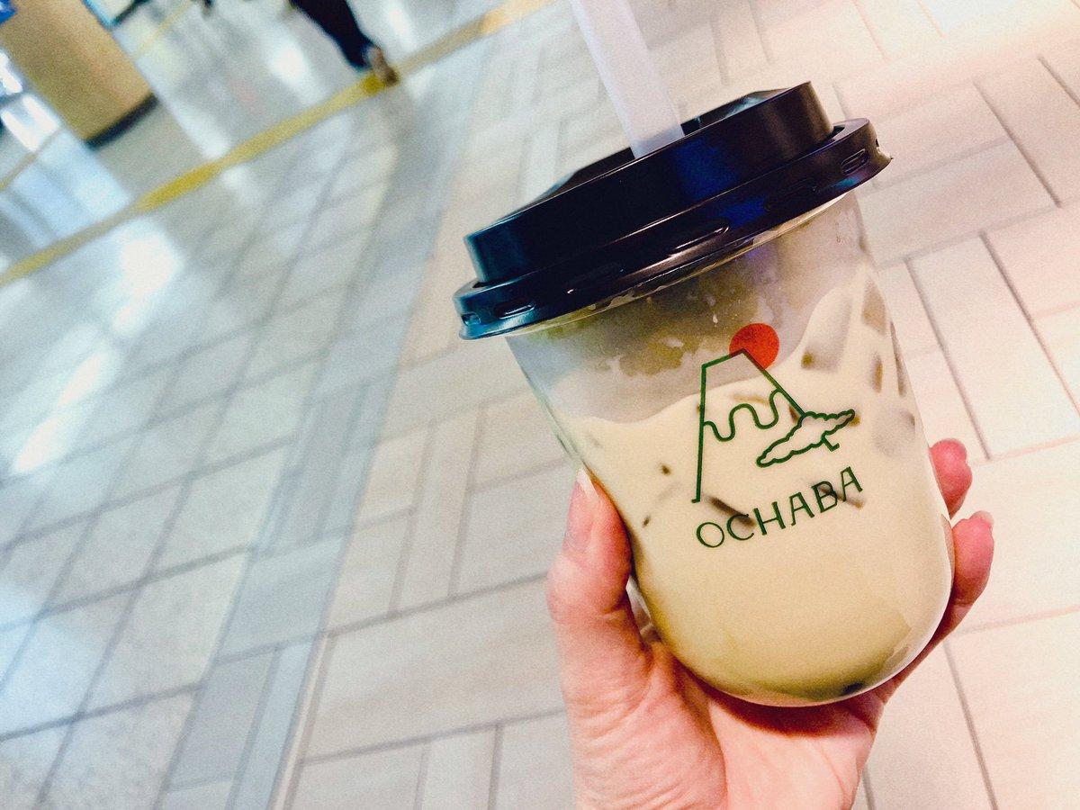 新宿駅にある日本茶ミルクティー専門店の緑茶ロイヤルミルクティーやっべぇうっめぇぞ