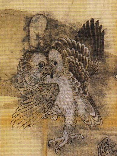 暁斎が描いたこのフクロウ、狐に乗った狸に追われています