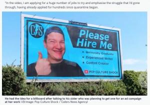 【就活】300社不採用の男性、自らを巨大看板で売り込む   2019年に大学を卒業してから就職活動に励むものの、採用されず