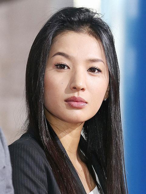 【訃報】女優の芦名星さん死去、『テセウスの船』など出演 36歳   所属事務所は「自宅マンションで亡くなっているところを親族が発見しました