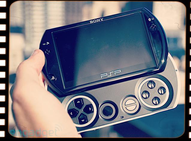 11月1日は「PSP goが発売された日」   2009年に発売
