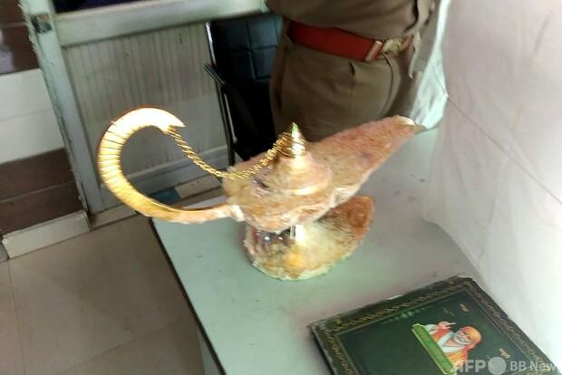【男ら逮捕】「アラジンのランプ」と偽り980万円で販売 インド   買った医師によると、魔術師のような格好をした容疑者が目の前で魔人を登場させた