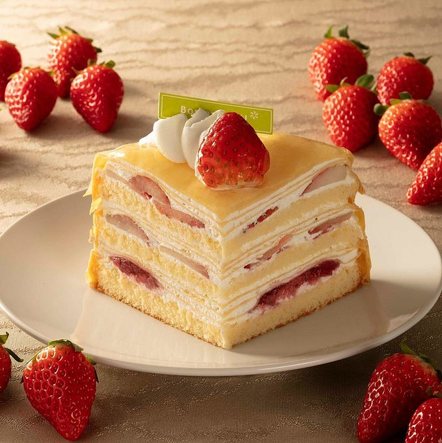 【全部食べたい】シャトレーゼで「イチゴ祭り」   「とちおとめ種苺使用 大きな苺のズコット」「チョコバッキー スカイベリー」など、フレッシュなイチゴをふんだんに使用したケーキやアイスが数多く並びます