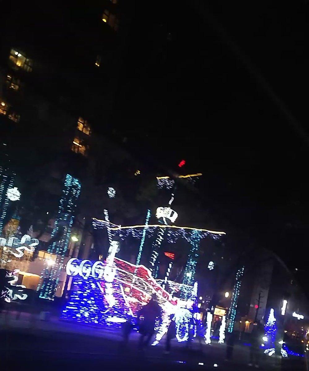 昨日はラーメン食べて車窓ドリミしてスタバドライブスルー🤩‼️  #ドリミ歩きたかった #イルミは博多の方がスゴいw #ストロベリーシフォンうまっ🎶  #年末に会えた奇跡  #疲れとるのにありがとう  #今日もお仕事頑張って👊‼️