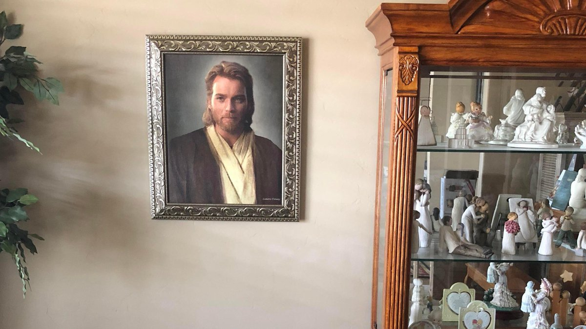 お母さんやおばあちゃんがキリストと勘違いして家にオビワンの写真飾ってた案件おもしろすぎるんよな
