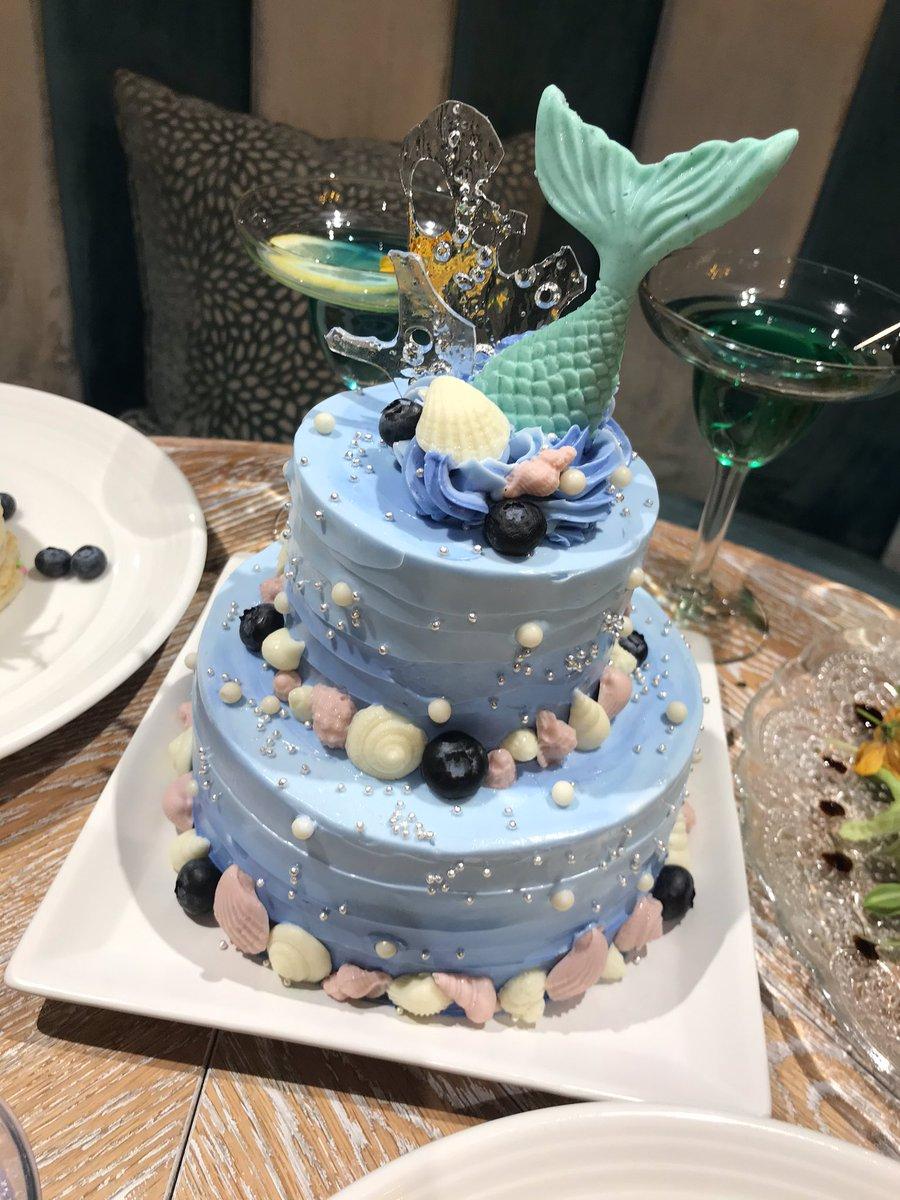 モストロラウンジのバースデーケーキ 深海のカップケーキ 真珠貝のマカロン マーメイドゼリー ブルーベリーパンケーキ #ツイステ料理部 #ツイステ製菓部