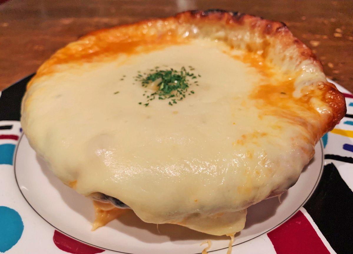 【UMIバル】 @東京:新宿駅から徒歩5分  濃厚チーズの海が広がるシカゴピザを食べられるお店