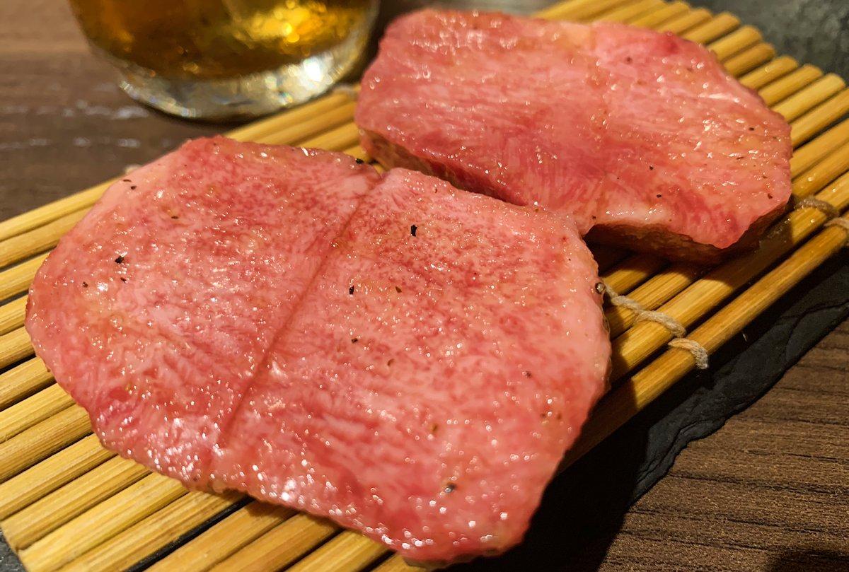 【白か黒】 @東京:西新宿駅から徒歩1分  希少な特上厚切り牛タンを食べられるお店