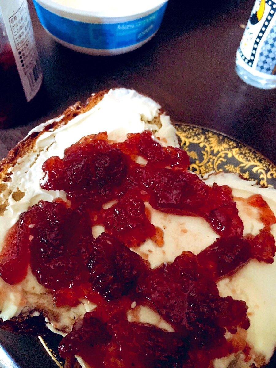 #2019年自分が選ぶ飯テロ画像  1枚目 スペイン鯖のオリーブ漬けポテトサラダ+半熟卵 2枚目 いきつけの洋食屋さんのチキン南蛮 3枚目 いきつけのラーメン屋さんの看板ラーメン 4枚目 フォロワーさんちで食べたなんかすごいパン