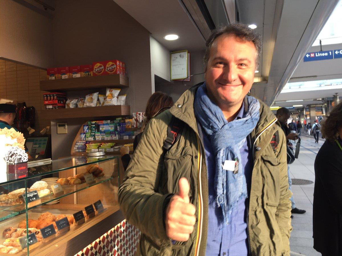 ナポリの人がどれくらい陽気かって言うと 1…駅でパニーニ撮ってたら「俺撮ってくれよ