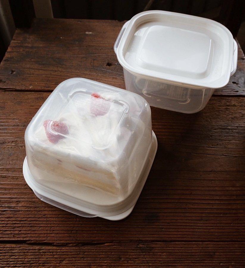 ケーキ類を冷蔵庫で保管する時、タッパーひっくり返したらコンパクトケーキドームになるよ