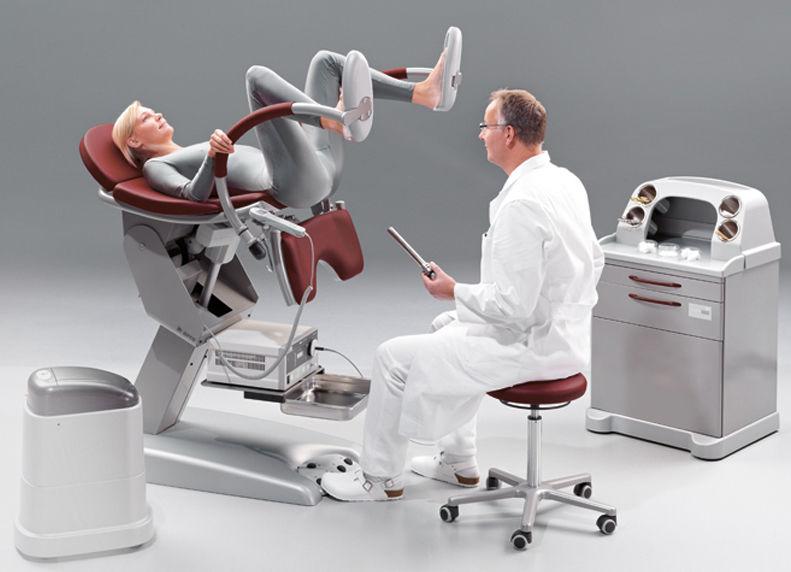 肛門科でこの椅子に座って検査してもらってて突然「あなたのご家族を呼んでください」と医者に言われた時はこれが俺の処刑台なのかと思った