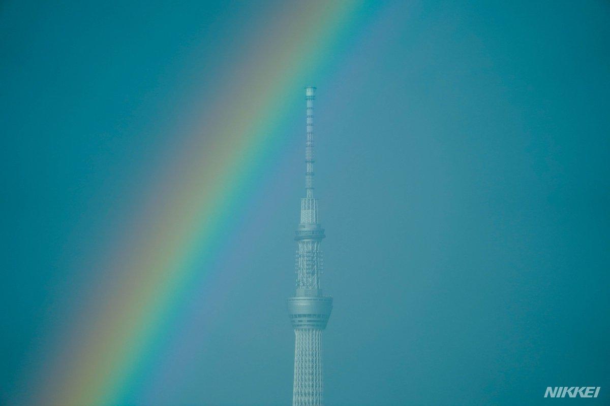 その直後、東京スカイツリー上空には二重の虹がかかりました=浦田晃之介、小高顕撮影