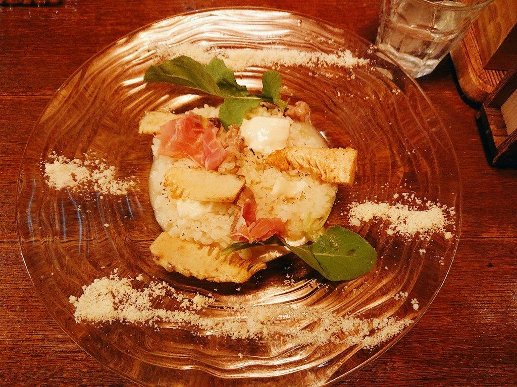 食べ物を求めてふらっと入ったリゾット屋  ランチコースについてたサラダがボリューミー (ポテサラ・キッシュ・チキン付) リゾット(筍うま過ぎ)もオシャレでドルチェ(プリン)も絶品