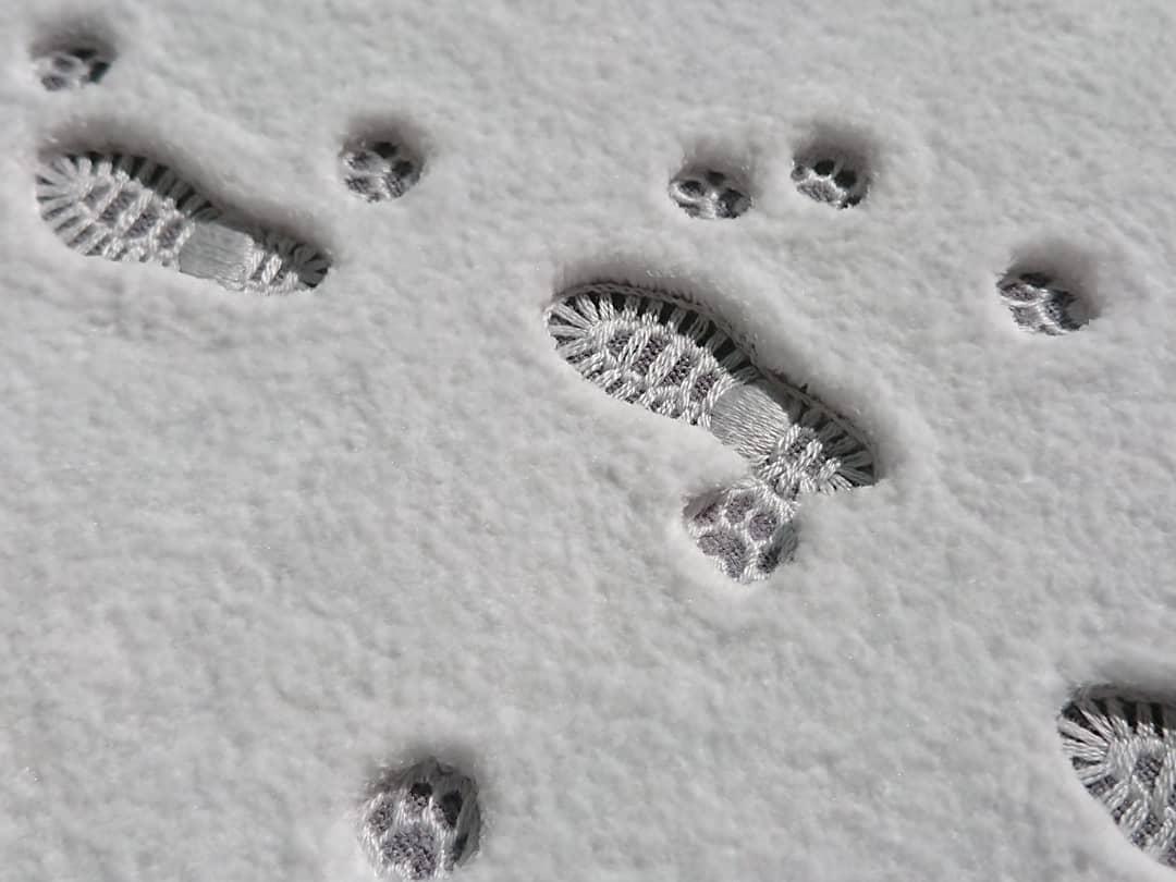 新雪を踏む Step on fresh snow #刺繍