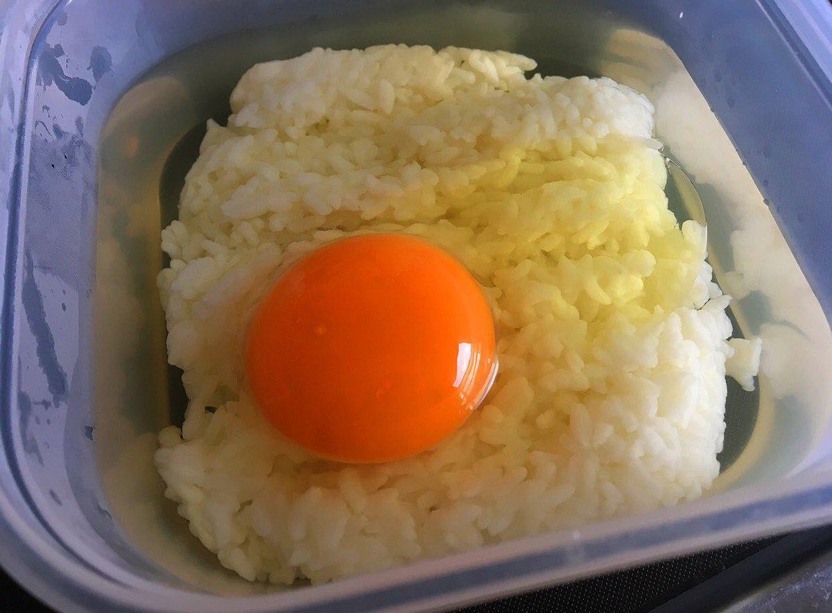 ガスもねぇ、やる気もねぇ、洗い物もしたくねぇ、材料もそれほど冷蔵庫にねぇって時はレンジで卵雑炊作るしかねぇっす  ご飯に卵、白だし入れてチンするだけで出来る優しい味  胃が疲れ気味だったり二日酔いの時なんかにかなり使えます  もちろん味も旨い、レシピはこちら