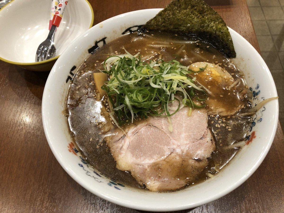 函館✨ 昨日本命のラーメン屋さんはやってなくて、北浜商店で魚介とんこつ醤油的なの食べました