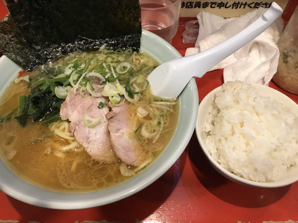 先週月曜日のお夕餉は東神奈川のおーくら家にてラーメンと小ライスを