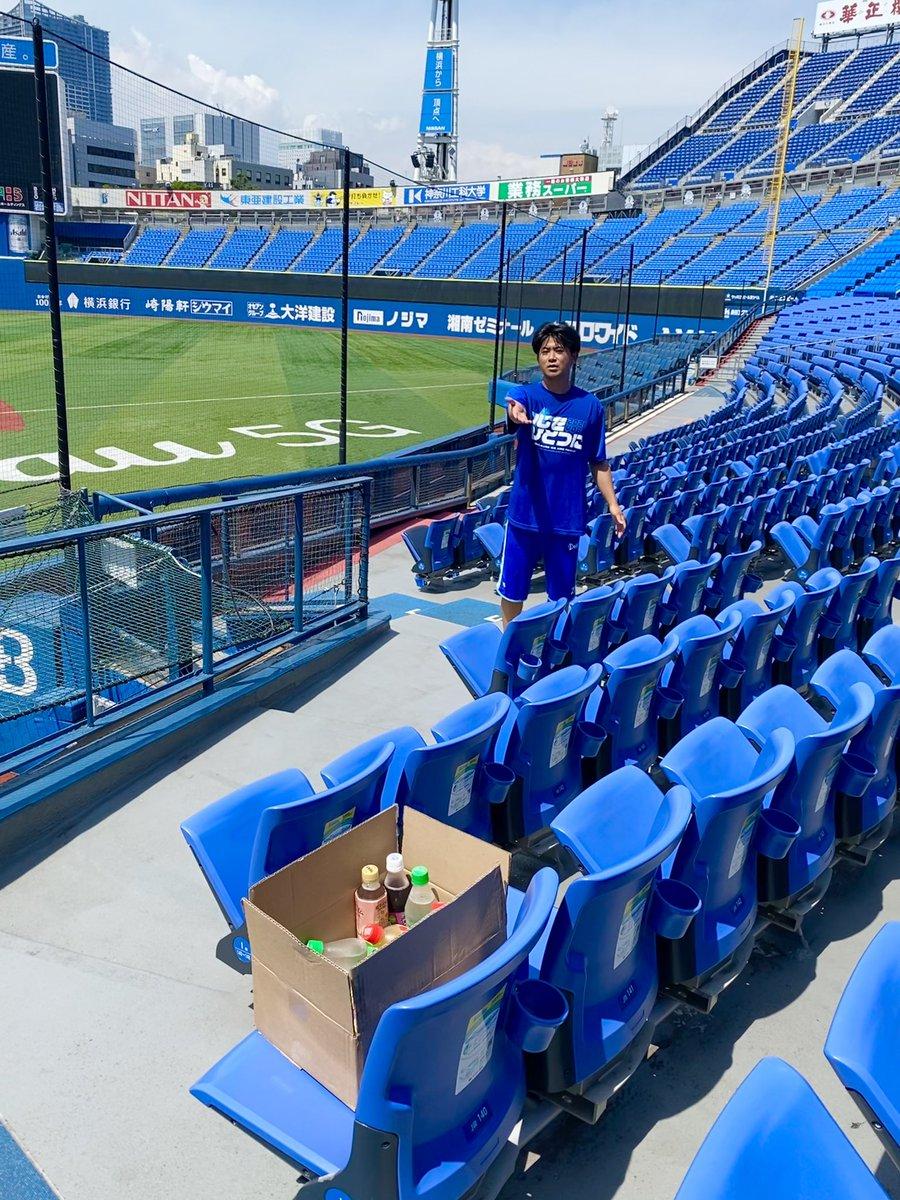 炎天下での練習後☀️ 「皆さんも暑かったですよね」と #今永昇太 選手は報道陣にドリンクを差し入れ