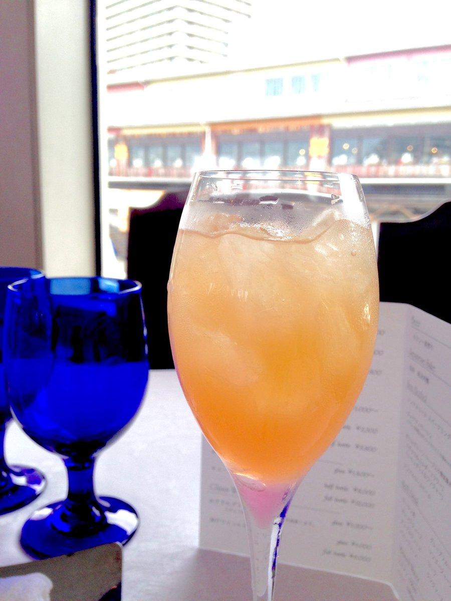 神戸のランチクルーズに行ってきました😊 乾杯は今日まで限定の桜のノンアルコールカクテル🌸