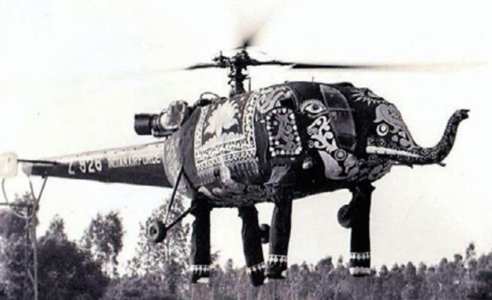 ゾウ型ヘリ、ずっとコラ画像だと思ってたんだけど、インド空軍が式典で実際に飛ばしてたんか…