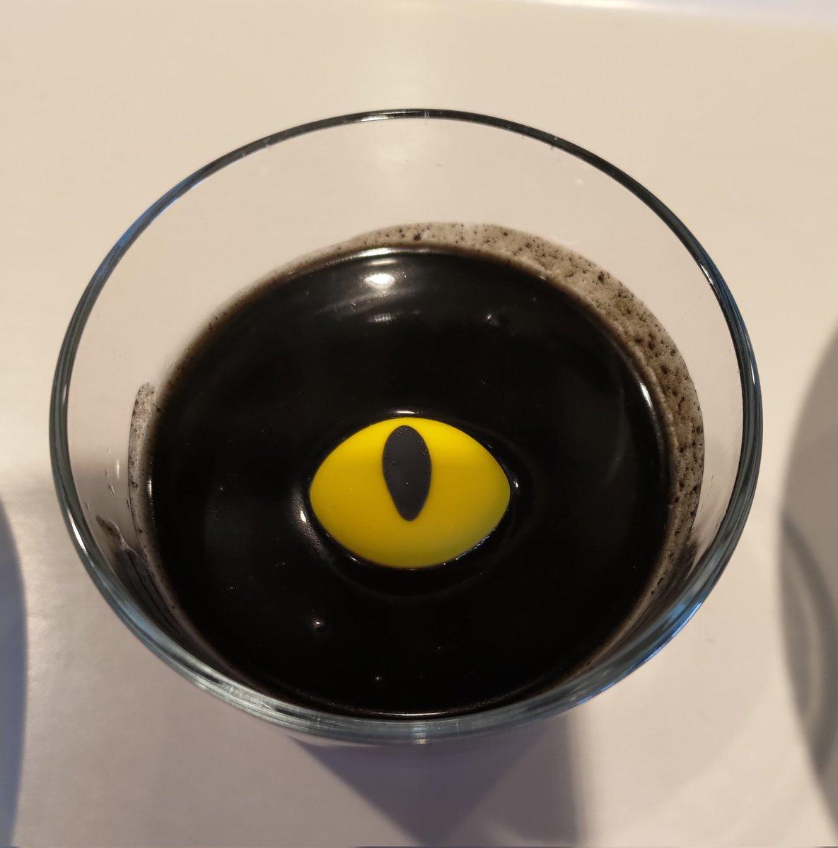 黒猫プリン……ちょっと思ってたのと違ってこわい……