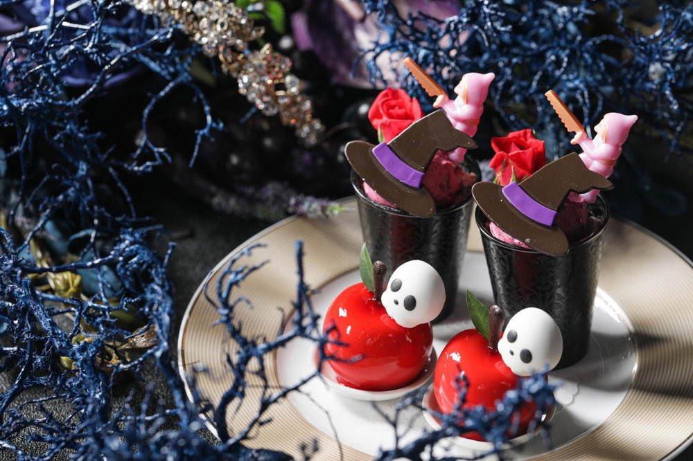 9月1日〜11月8日までの期間限定で、ストリングスホテル名古屋では、魔女の視点から『白雪姫』の物語を表現したダークなスイーツを提供する「ダークプリンセスアフタヌーンティー~囚われの白雪姫~」が開催されます✨