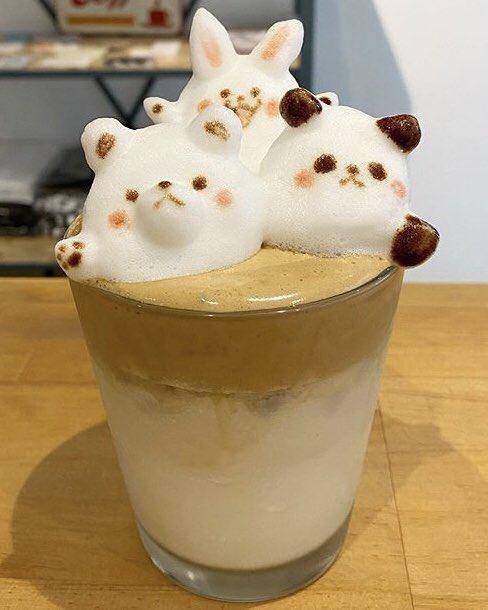 東京都浅草にあるお店「HAT COFFEE」の、芸術的で超かわいい3Dラテアート✨
