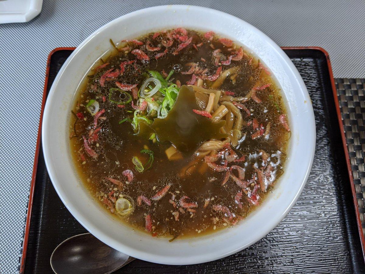 日本国土の極端に端っこで出される麺類には、土地の形をしたものが乗っているらしい