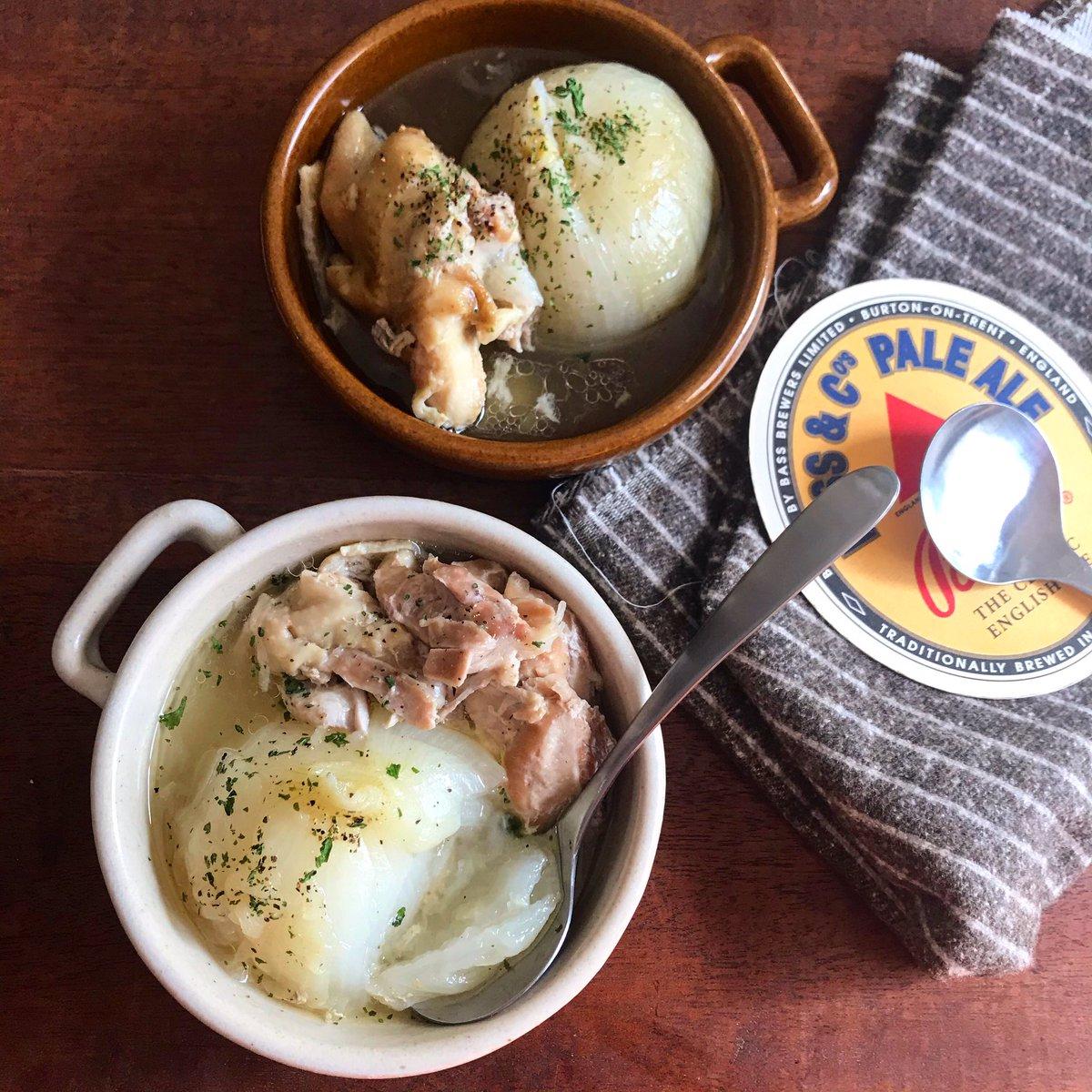 何やこの美味しさ‼️  炊飯器に新玉か玉ねぎ2〜3個、鶏モモ1〜2枚、白だし大さじ5と水500ml入れて炊くだけ‼️新玉トロトロ、鶏肉は崩れる位ホロホロで、何よりスープ