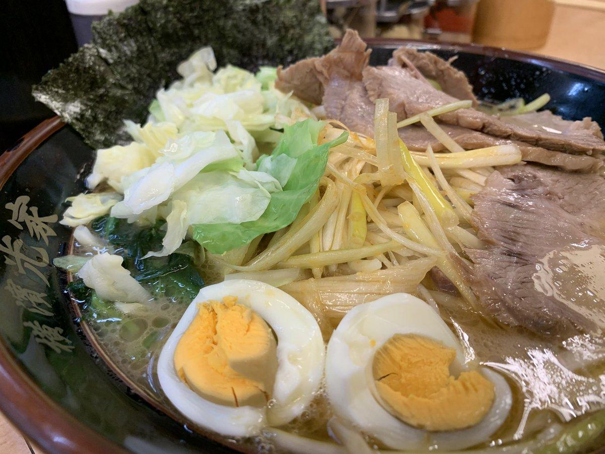 日本🇯🇵滞在も残すところあと2日になったので、最後にもう一回、ネギチャーシュー麺の大盛り‼️今回はトッピングでキャベツを追加❗️いや〜、夜中のラーメン、どう考えてもヤバイ・・・ #筋トレ