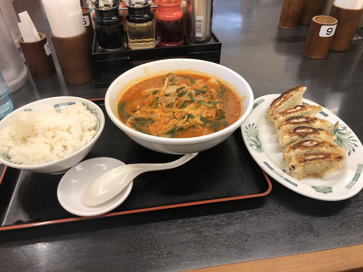 初めての日高屋  チゲ味噌ラーメンと餃子セット+白飯 腹パンパンでし(*´ω`*)  代官さんは普通に食ったんだろうなー