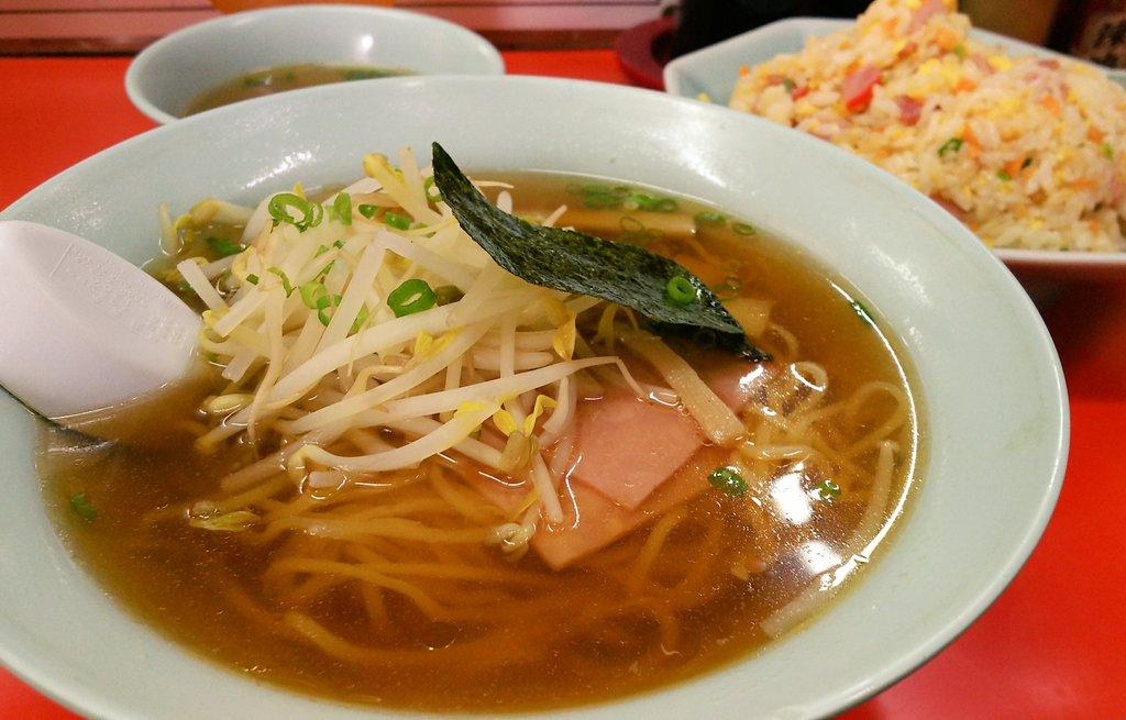 昼飯は、「東東亭」で やきめし小+ラーメン ここのやきめしが最近では一番好き😋✨   #三木町  #中華料理 #ラーメン #炒飯